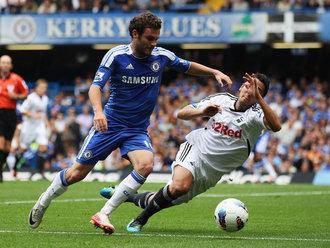 Chelsea vs. Swansea; Juan Mata beats Neil Taylor for pace