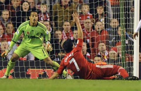 Michel Vorm saves from Luis Suarez, much to everyone's amusement